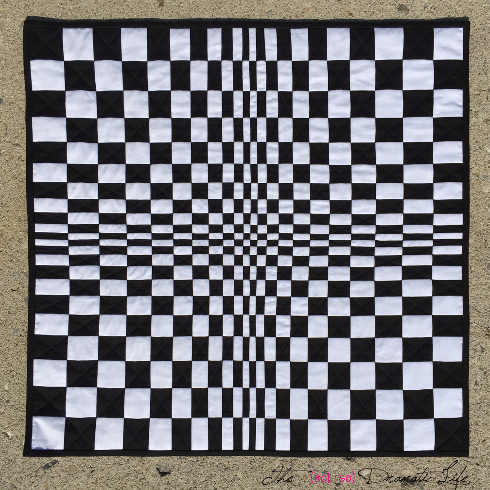 Op-Art: Mini Quilt #26 | The (not so) Dramatic Life